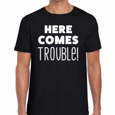 Here comes trouble tekst zwart heren t-shirt kopen