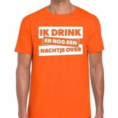 Ik drink er nog een nachtje over tekst oranje heren t-shirt kopen