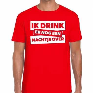Ik drink er nog een nachtje over tekst rood heren t-shirt kopen