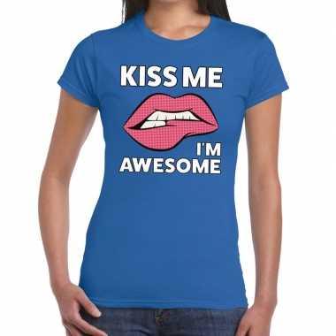 Kiss me i am awesome blauw dames t-shirt kopen