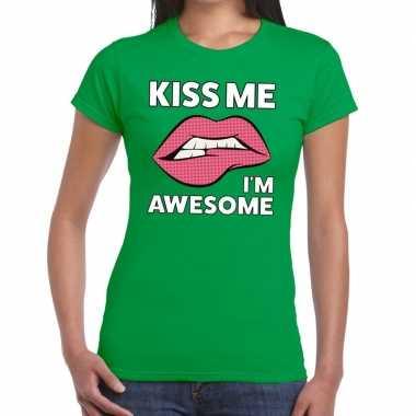 Kiss me i am awesome groen dames t-shirt kopen