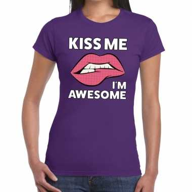 Kiss me i am awesome paars dames t-shirt kopen