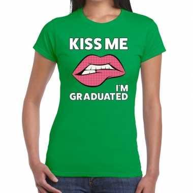 Kiss me i am graduated groen dames t-shirt kopen