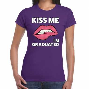 Kiss me i am graduated paars dames t-shirt kopen