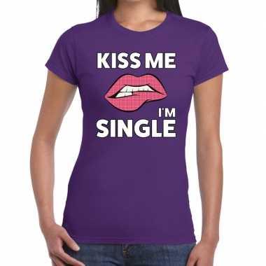 Kiss me i am single paars dames t-shirt kopen