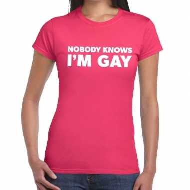 Nobody knows i am gay gaypride roze dames t-shirt kopen