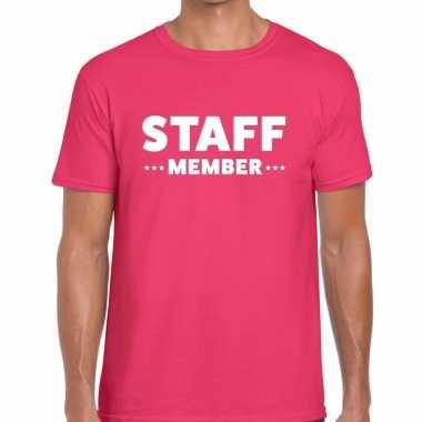 Staff member / personeel tekst roze heren t-shirt kopen