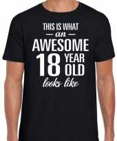 Awesome year jaar cadeau zwart heren t-shirt
