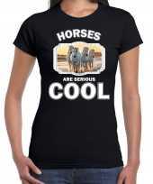 Dieren wit paard zwart dames horses are cool t-shirt