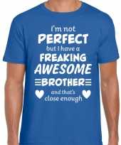 Freaking awesome brother broer cadeau blauw heren t-shirt