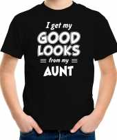 Good looks from my aunt cadeau zwart kinderen t-shirt