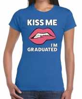 Kiss me i am graduated blauw dames t-shirt