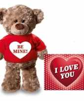 Valentijn valentijnskaart knuffelbeer be mine rood t-shirt